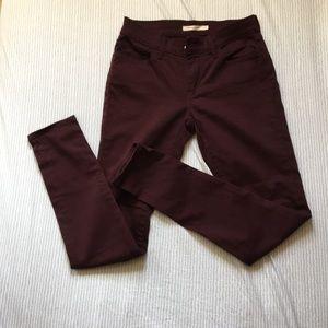 710 Super Skinny Burgundy Levi's Pants (27)